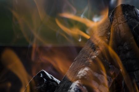 Poêle à bois qui fume : nous vous aidons à résoudre le problème.