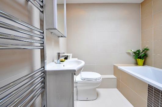 Un sèche-serviette apportera une nouvelle dimension à votre salle de bains