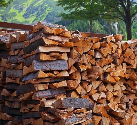 Poêle à bois : savez-vous la quantité de bois de chauffage que vous devez stocker ?