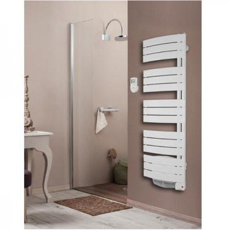 Un sèche-serviette mixte trouvera facilement sa place dans votre salle de bains